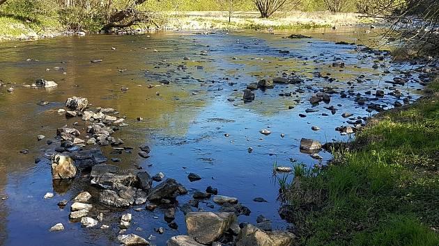 """Po kotníky vody. Vyschlá koryta jihomoravských řek """"dotuje"""" upouštění přehrad"""