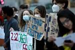 Proti politice Státu Izrael a na podporu Palestinců demonstrovalo v centru Brna asi sto lidí.