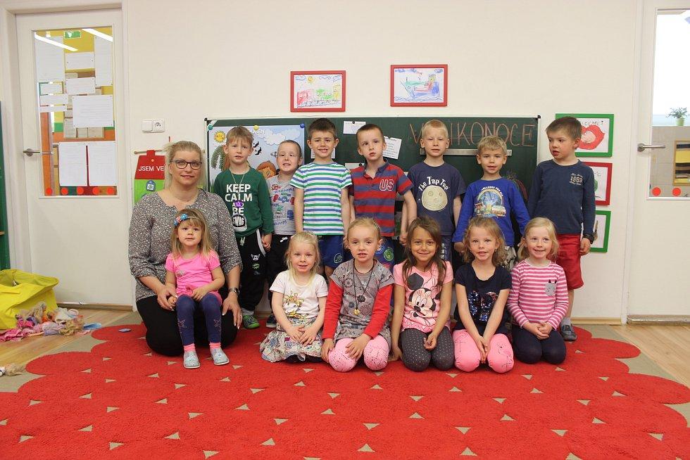 Děti ze třídy Kostička v mateřské škole Zámecká v Rosicích