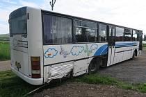 V neděli brzo ráno v Brně ukradl autobus značky Karosa a vydal se na projížďku přes Ostopovice do Uherského Brodu. Tam v autobusu přespal. Následující den boural u obce Hodějice na Vyškovsku.