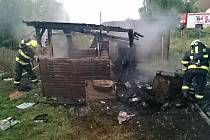 Hasiči v neděli brzy ráno likvidovali požár zahradní chatky v Hrušovanech u Brna.