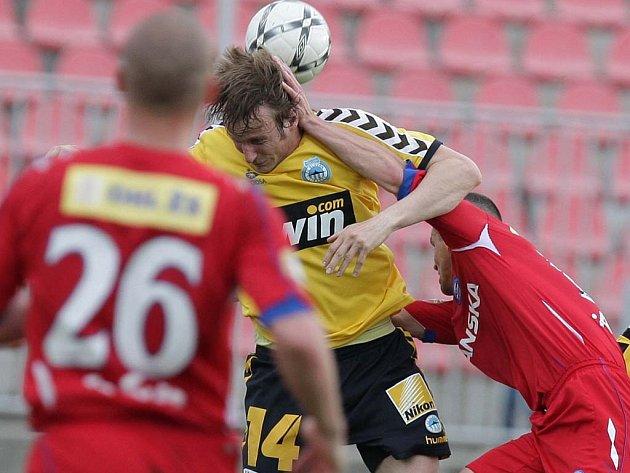 Pavel Košťál (ve žlutém) ještě v dresu Liberce.