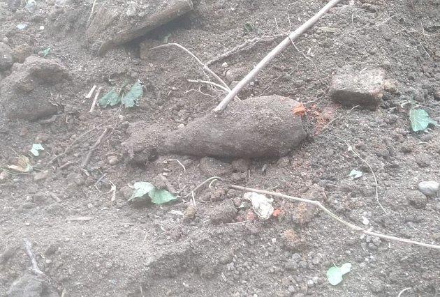 Nalezená dělostřelecká mina.