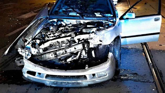 Nehoda dvou osobních aut ve Štefánikově ulici v Brně.