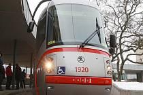 Pět tramvají od firmy Škoda za tři sta milionů korun ve čtvrtek na slavnostním křtu dostalo svá jména.