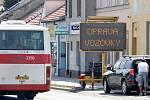 Uzavírka v ulici Otakara Ševčíka v brněnských Židenicích.