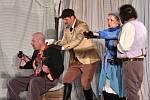 Divadelní přehlídku Letní shakespearovské slavnosti začaly o víkendu na hradě Špilberk představením komedie Veselé paničky windsorské. Veselohru Jiřího Menzela má festival na programu letos už poosmé v řadě.