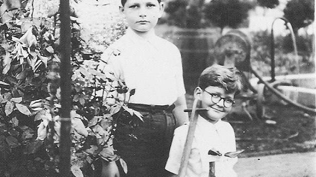 Tehdy mu bylo osm let, matka ani bratr, kteří zůstali na Brněnsku, válku nepřežili.
