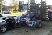 Srážka osobního auta a traktoru komplikovala v úterý dopravu v brněnské Černovické ulici.