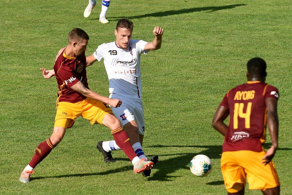 4.7.2020 - domácí SK Líšeň v bílém (Ondřej Ševčík) proti FK Dukla Praha