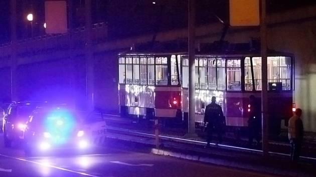 V Purkyňově srazila ženu tramvaj. Převezli ji na ošetření do nemocnice