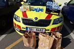 Různé dary dostali krajští záchranáři za práci, kterou dělají v současné situaci, kdy Českou republiku trápí koronavirus.