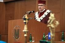 Cenu Dies Academicus, kterou uděluje rektor Masarykovy univerzity Mikuláš Bek, si ve středu převzalo sedmnáct lidí.