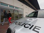 Kvůli nahlášené bombě v nákupním centru Olympia nedaleko Brna policie evakuovala 3500 lidí.
