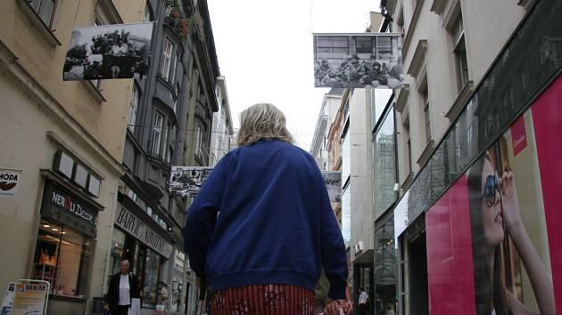Ulice Brna připomínají výročí okupace.