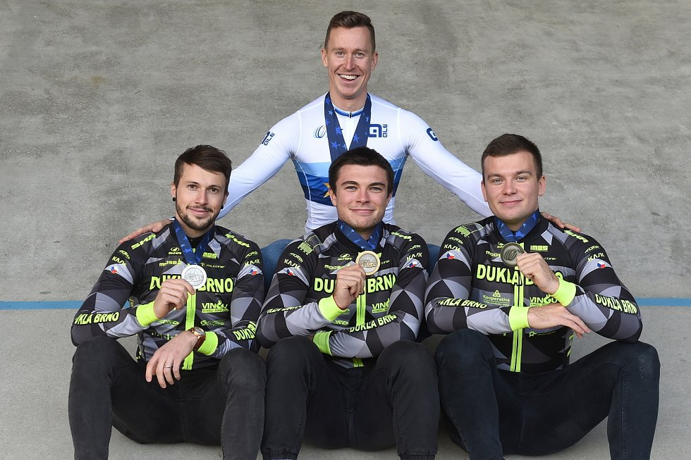 dole zleva: Dominik Topinka, Jakub Šťastný, Martin Čechman a nahoře Tomáš Bábek
