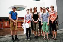 Na zádech mají batohy a ve sportovním oblečení jsou připraveni vyrazit na výlet. Ten organizuje Asociace pomáhající lidem s autismem, která autisty v Jihomoravském kraji podporuje.