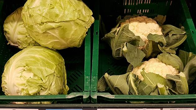 Ceny ovoce a zeleniny v jednom brněnském supermarketu.