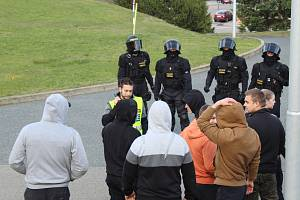 Jihomoravští policisté ve spolupráci s moravskoslezskými ve středu v Brně trénovali zásah proti demonstrantům. Cvičení se zúčastnily tři stovky policistů.