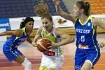S mistrovským USK Praha sváděly basketbalistky KP Brno vyrovnaný souboj. Přesto nakonec podlehly 66:87. Na snímku Jandová - Elhotová Karolína a Bonner (USK).