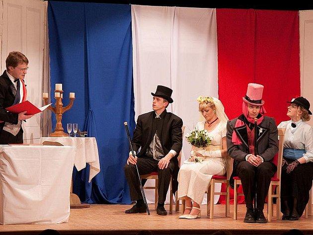 Nejnovější inscenaci spolku Křemen Manželství na druhou režírovala Eva Bínová.
