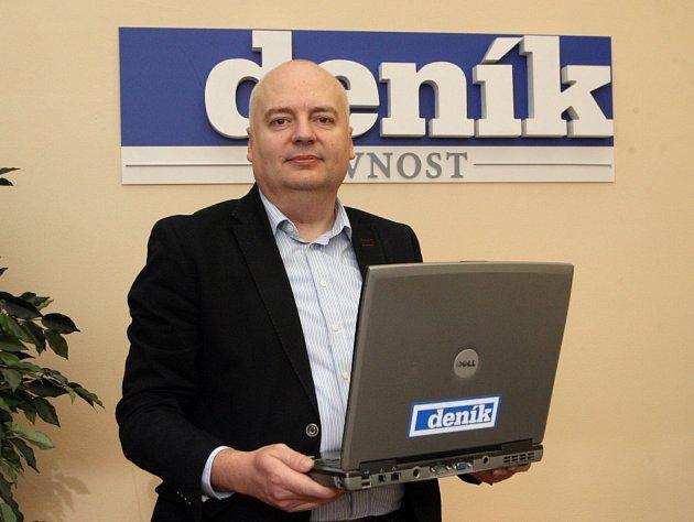 Oliver Pospíšil v redakci Brněnského deníku Rovnost.