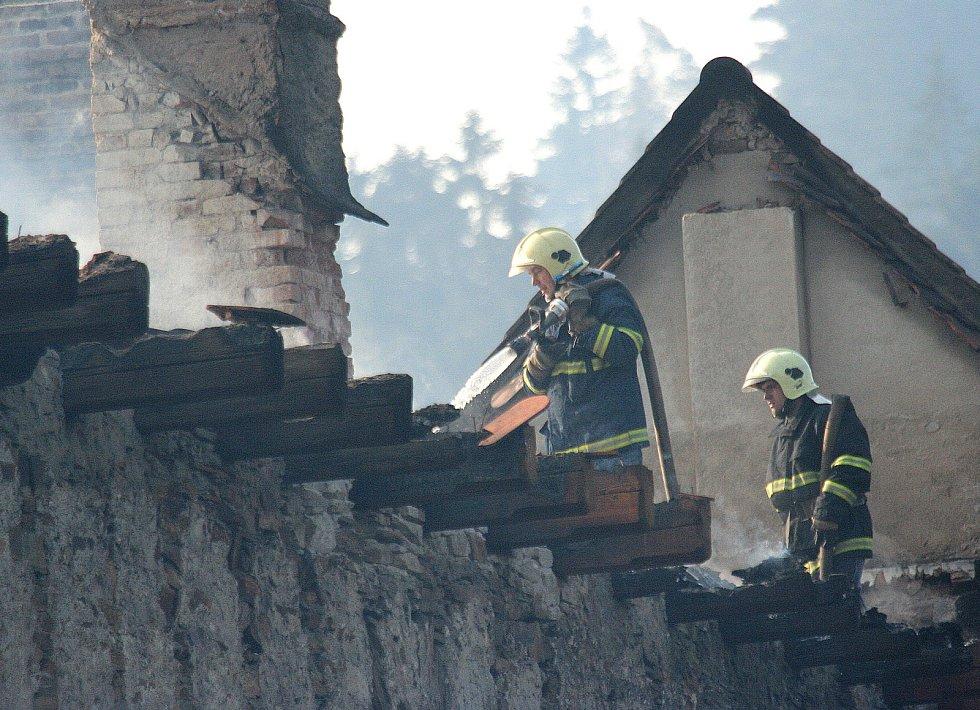 Pernštejn zachvátily přesně před deseti lety plameny. Paradoxně díky požáru se podařilo hrad kompletně opravit a podle památkářů je nyní krásný jako před pěti sty lety.