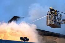 Požár bývalé armádní budovy v centru Brna.