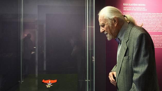 Unikátní kolekci španělských řádů a medailí věnoval Moravskému zemskému muzeu numismatik a falerista Josef L. Hrdý. Na Biskupském dvoře jsou k vidění od středy.