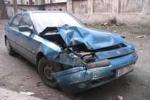 Nárazem do domu a poškozením automatu na jízdenky skončila tento týden jízda autem patnáctiletého mladíka v ulici Milady Horákové v Brně.