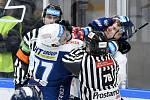 Brno 29.11.2020 - domácí Kometa v modrém (Brandon Defazio) proti hostům z Liberce (Ronald Knot)