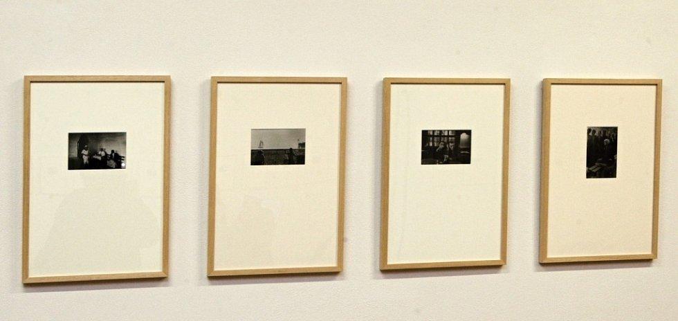 Brněnský Dům umění zahájil výstavu fotografa Vojty Dukáta, na níž autor představuje snímky malých formátů i videoprojekce.
