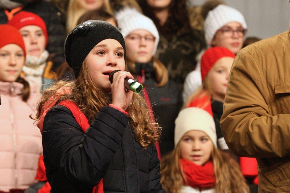 Koledy zpívali s Deníkem lidé v Brně. Při celorepublikové akci Česko zpívá koledy.