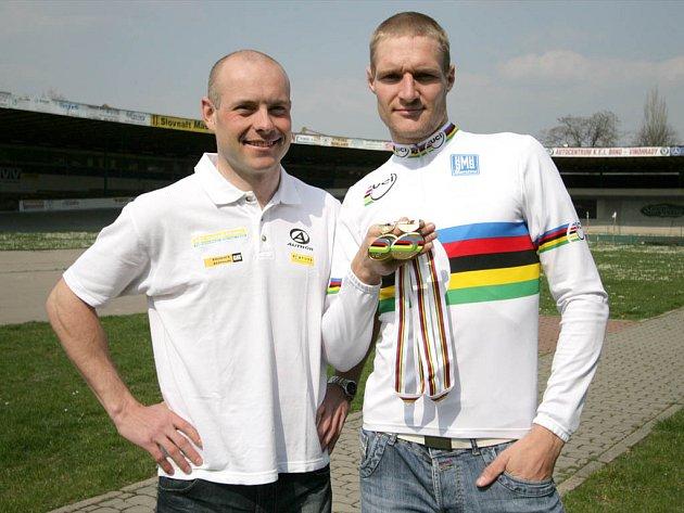 Petr Lazar a Alois Kaňkovský přivezli na brněnský velodrom medaile z mistrovství světa.