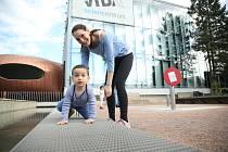 Brněnské VIDA centrum oslavilo zároveň den dětí i nové možnosti po rozvolnění protiepidemických opatření. Desítky malých i velkých návštěvníků se tak mohly bavit i vzdělávat v nových venkovních atrakcích. Ty ukazují, jak funguje gravitace, zvukové vjemy n