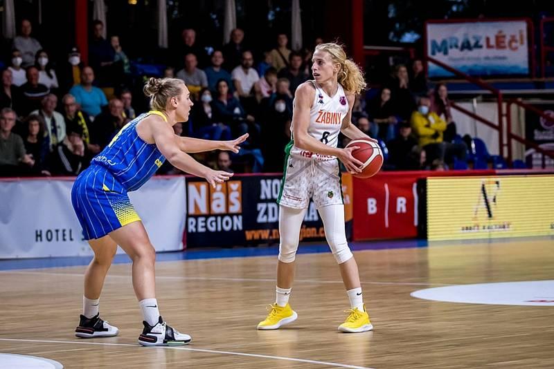 Basketbalistky brněnských Žabin (v bílém) při vstupu do EuroCupu padly s belgickým celkem Castrols Braine 58:75.