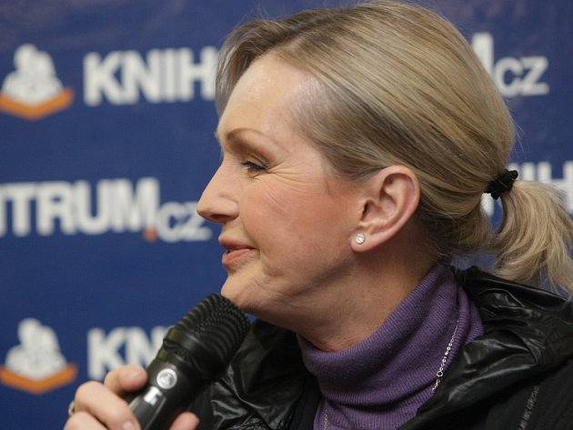 Svou novou knihu Každá trampota má svou mez v Knihcentru v Olympii představila Helena Vondráčková.