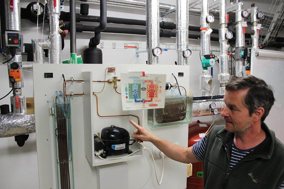 Návštěvníci Kaprálova mlýna se mohou dozvědět o principu fungování tepelného čerpadla na názorném modelu.