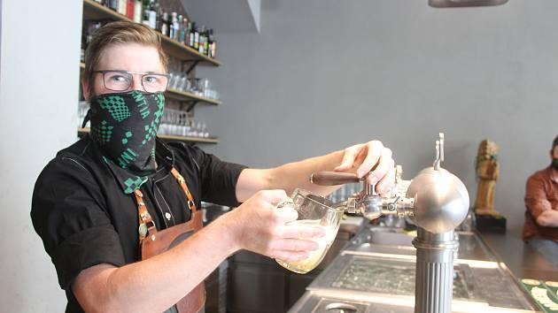 Jako poražené z covidové krize vycházejí zejména oblíbené restaurace do nedávna hojně navštěvované zahraničními turisty.