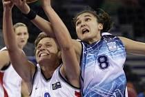 Kapitánka. V Madridu bojují české basketbalistky o postup na olympiádu. Dovede kapitánka Hana Machová (na snímku vlevo) svůj tým až do Pekingu?