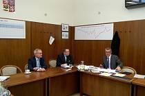 Vítězslav Jonáš, předseda Energetického Třebíčska a František Vágner, člen dozorčí rady ČEZ při jednání s premiérem Andrejem Babišem.