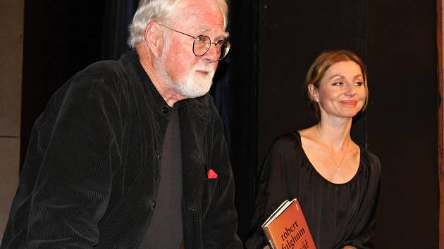 Světoznámý spisovatel Robert Fulghum představí divákům svoji knižní novinku Opravář osudů.