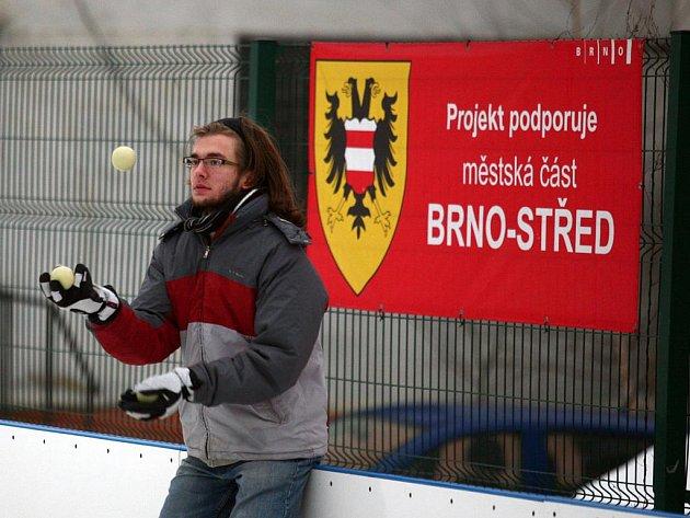 Kluziště na Nových sadech zaplnili zkušení i méně zkušení žongléři.