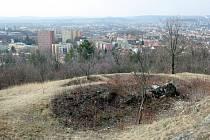 Z Bílé hory u sídliště Juliánov v Židenicích je nádherný výhled na celé Brno. Zanedbanou lokalitu možná vylepší rozhledna, lanové centrum a hřiště. Radním napoví návrhy studentů architektury.
