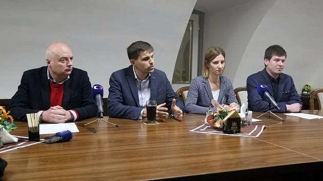 Nová brněnská koalice - zleva Oliver Pospíšil z ČSSD, Petr Hladík z KDU-ČSL, Markéta Vaňková z ODS a Tomáš Koláčný z Pirátů.