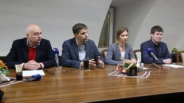 Nové vedení Brna představilo koaliční smlouvu. O jménech radních ještě jednají