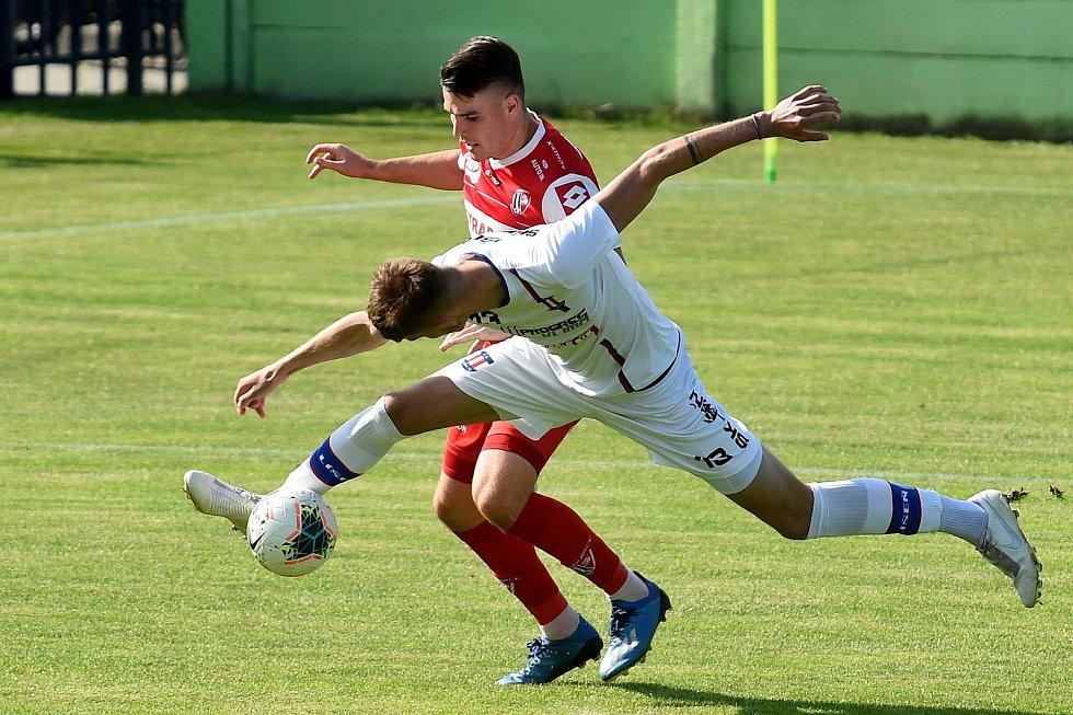 17.6.2020 - 24 kolo F:NL mezi domácí SK Líšeň v bílém (Jakub Černín) a FK Pardubice