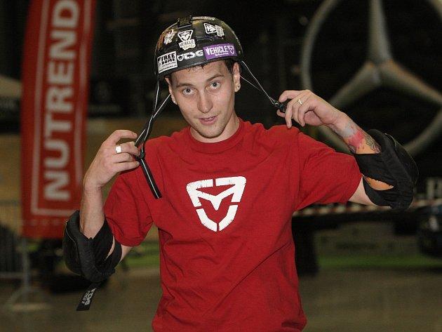 Marek Čejchan vytvořil český rekord ve skoku na skateboardu do rádiusu.
