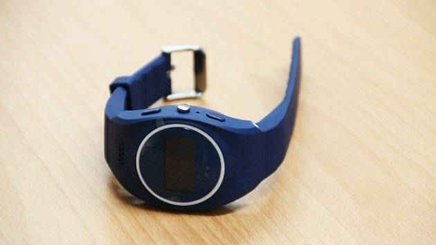Přes inzerát si koupila chytré hodinky, zboží nikde a žena přišla o téměř 5000