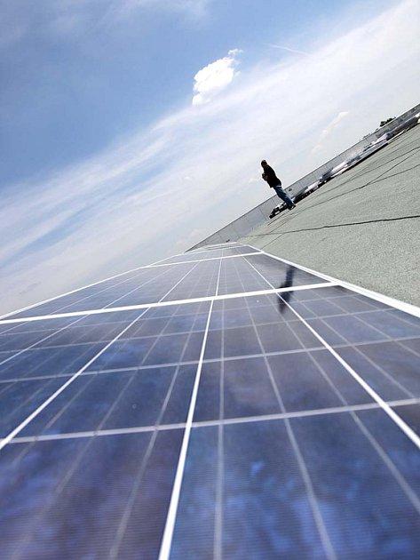 Otevření logistického centra u letiště a solární elektrárny